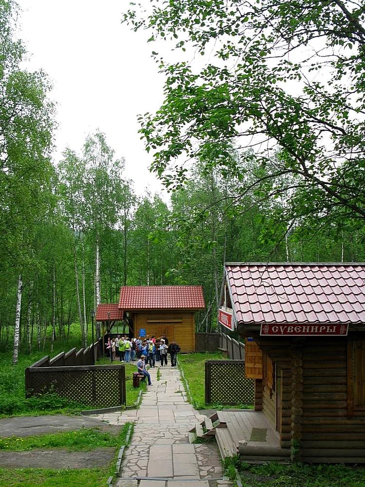 Карелия: Кижи, Марциальные воды и водопад Кивач: http://www.planetadorog.ru/r/karelija_kizhi_marcialnye_vody_i_vodopad_kivach/